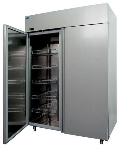 Холодильные шкафы с глухими дверьми